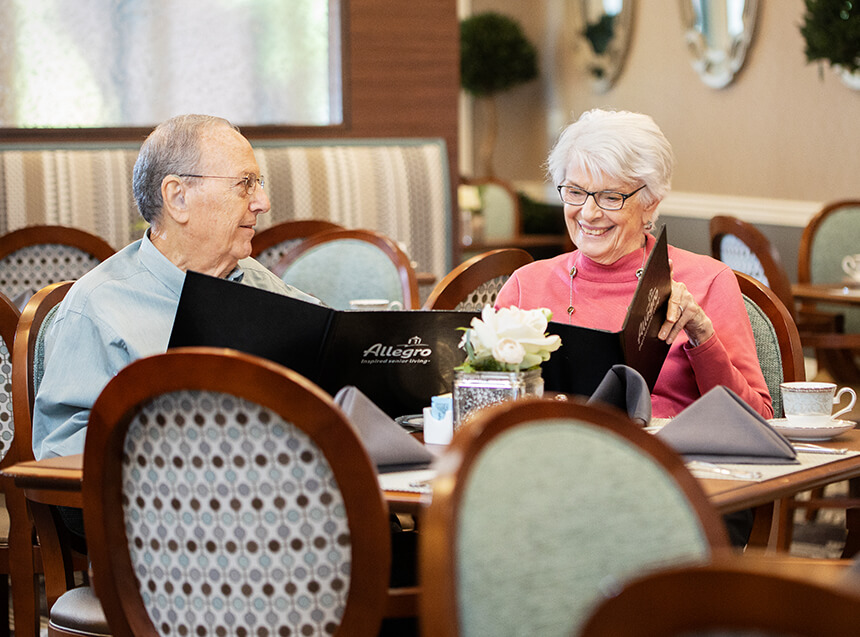 independent living residents enjoying breakfast in a common dining room